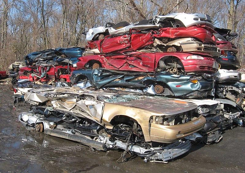 Zdjęcie zezłomowanych samochodów
